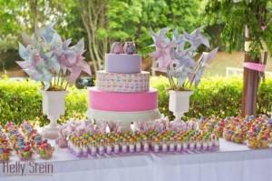 mesa do bolo de aniversário ao ar livre