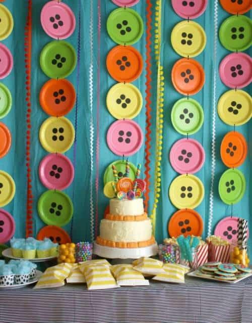 decoração diferente para festa infantil - mesa do bolo