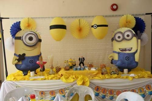 Painel para festa infantil dos minions