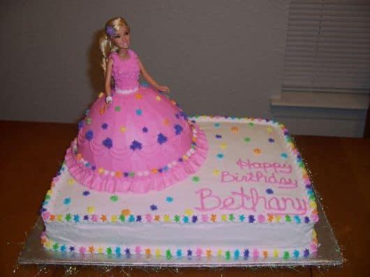 bolo decorado da boneca barbie princesa