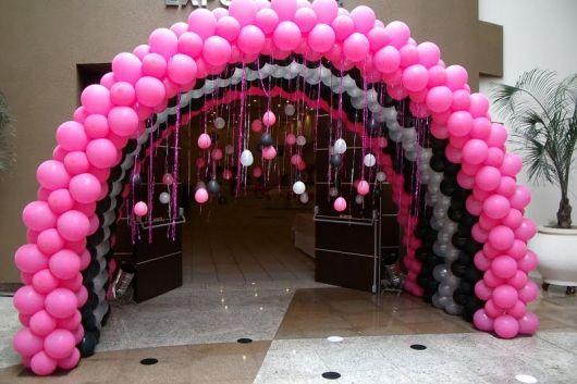 ideia de como decorar com balões - aniversário da barbie
