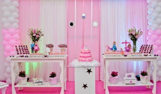 mesa de aniversário clean para festa barbie
