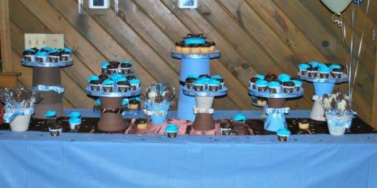 torres de doces para mesa de chá de criança