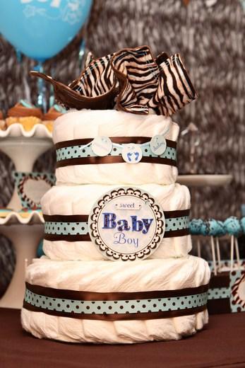 bolo com fraldas azul e marrom