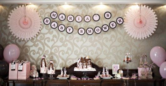Dicas de decoração de chá de bebe rosa e marrom em casa