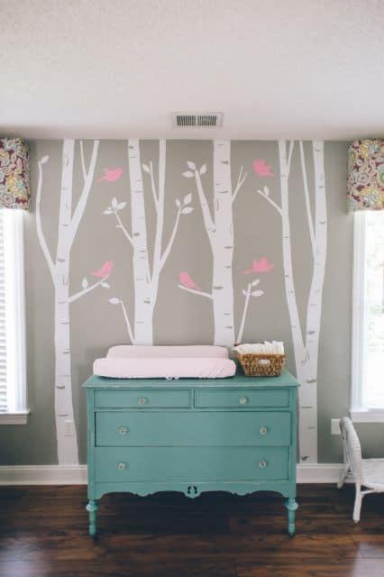Fotos de cômoda provençal colorida para quarto de bebê