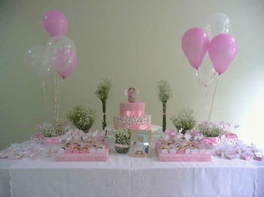 decoração de batizado de menina com balões