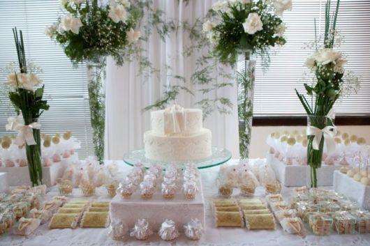 Mesa do bolo ornamentada