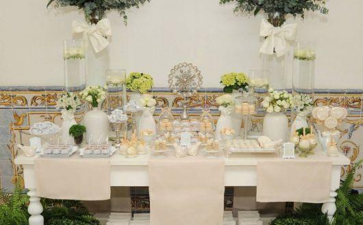 decoração de batizado branco e dourado