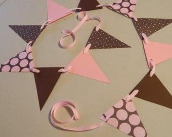 Dicas de decoração barata para chá de bebê rosa e marrom