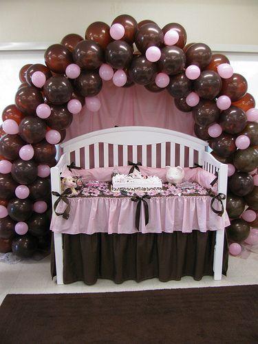 Dicas de decoração de chá de bebê rosa e marrom