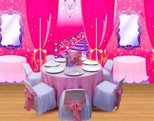 mesa e cadeiras decoradas com TNT