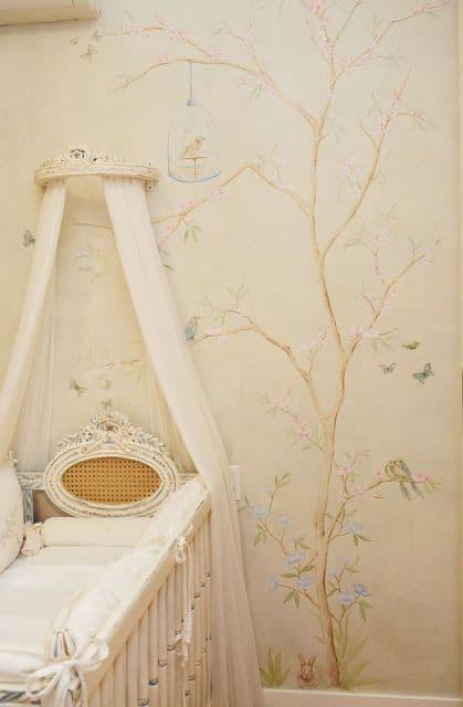 Decoração de quarto de bebê com dossel provençal