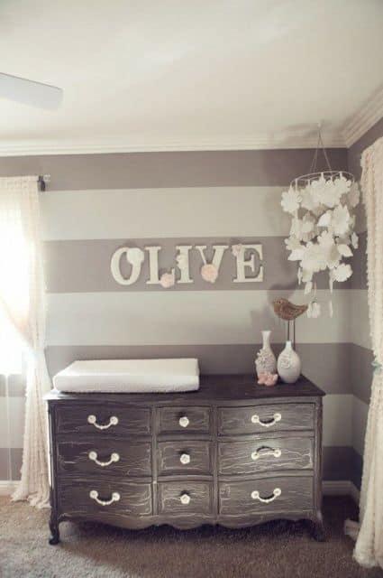 Como decorar Quarto de Bebê Provençal com móveis rústicos