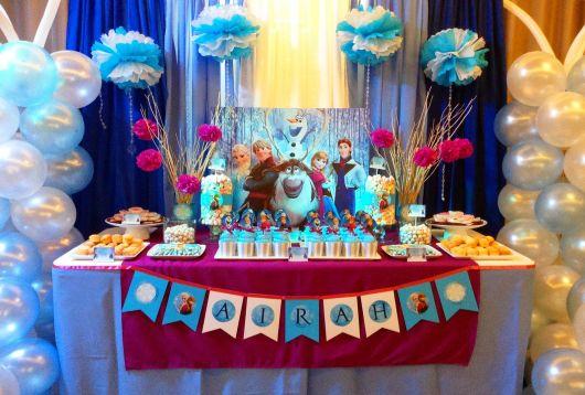 Decoração de Festa Frozen com bexigas e balões