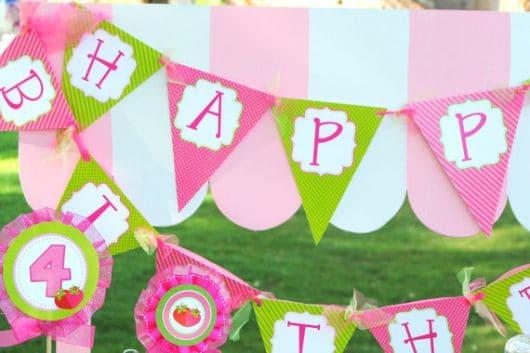 bandeirinhas para aniversário da moranguinha