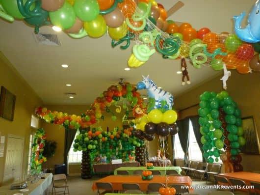 como fazer uma festa safari - balões