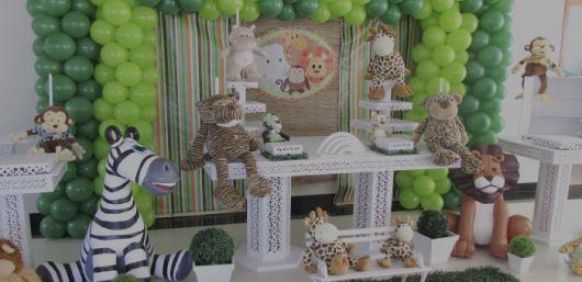 centro de mesa provençal de aniversário safari