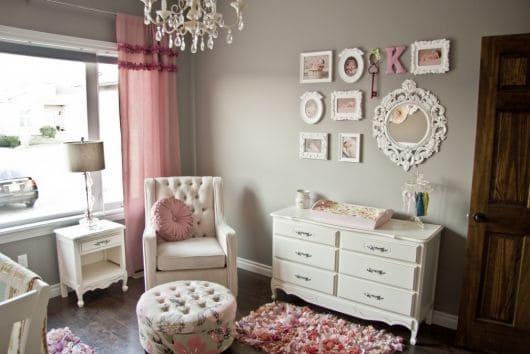 Decoração de quarto de bebê com espelhinhos provençais