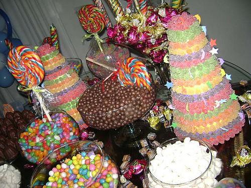 enfeites de mesa para festa infantil com doces
