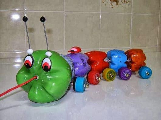 brinquedo infantil com garrafa