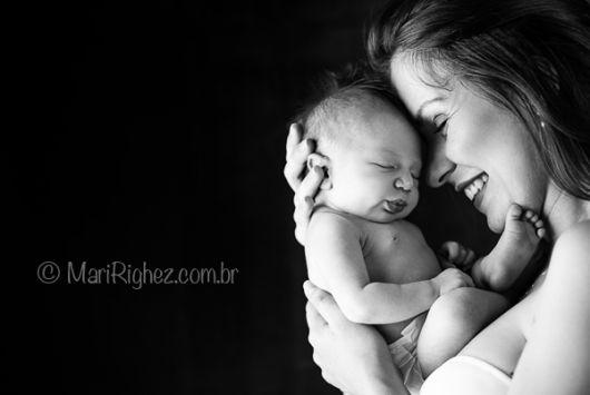 foto de bebê com mãe