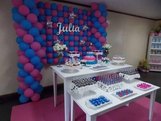 enfeite de festa de debutante azul e rosa