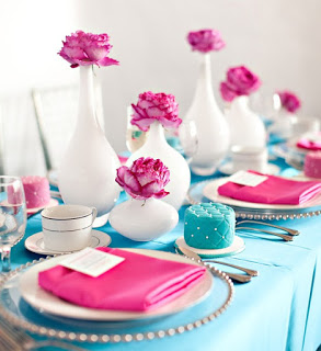 Mesa de debutante decorada com rosa e azul