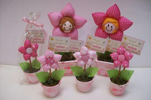 lembrancinha personalizada jardim encantado flor em tecido