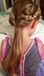 Penteado de menina com cabelo liso
