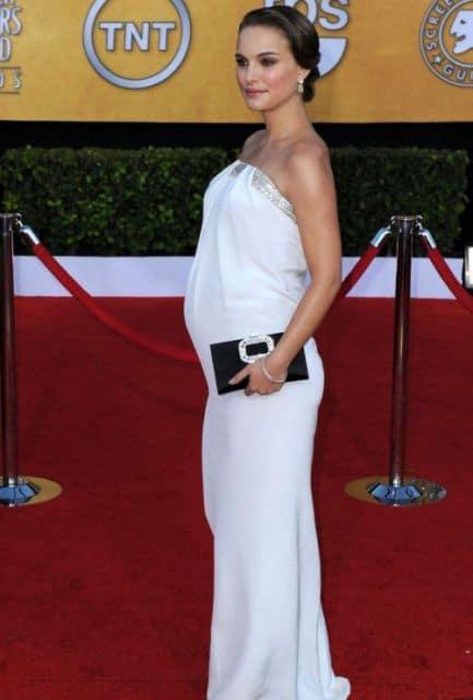 vestido branco chique de gestante