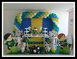 Fotos de mesa de festa infantil decorada com tema futebol