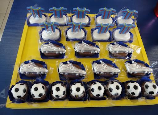 Decoração de mesa de doces para festa futebol