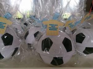 Onde comprar lembrancinhas com tema futebol para festa