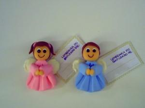 Bonequinhos de lembrancinha para batizado em biscuit