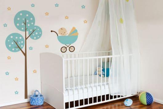Enfeites para colar na parede do quarto infantil