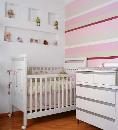 Decoração de quarto branco e rosa feminino