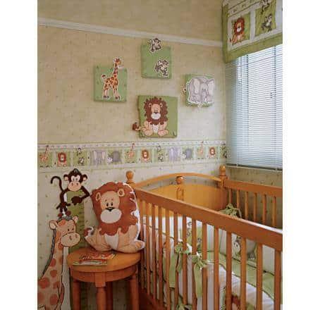 quarto de bebê com faixa safari na parede