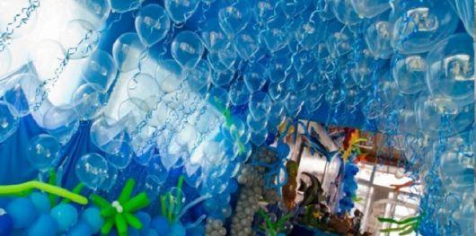 festa fundo do mar com balões