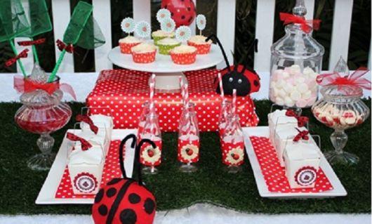 mesa festa joaninha simples