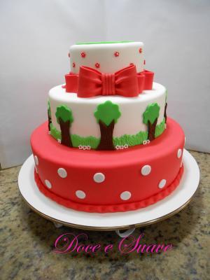 Imagens de bolos decorados Chapeuzinho Vermelho com pasta americana