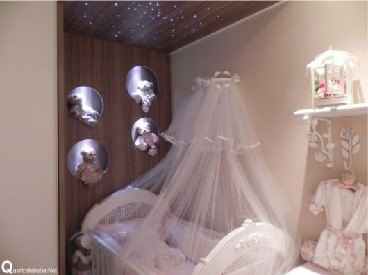 nichos para quarto de bebê iluminados