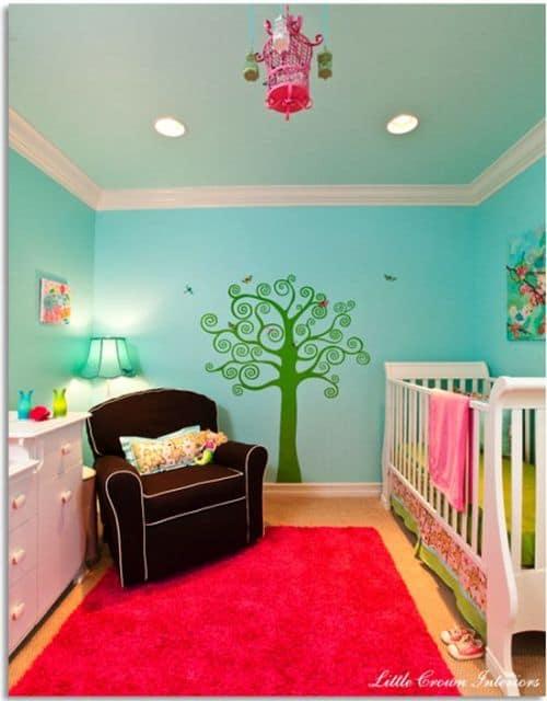 quarto de bebê colorido feminino