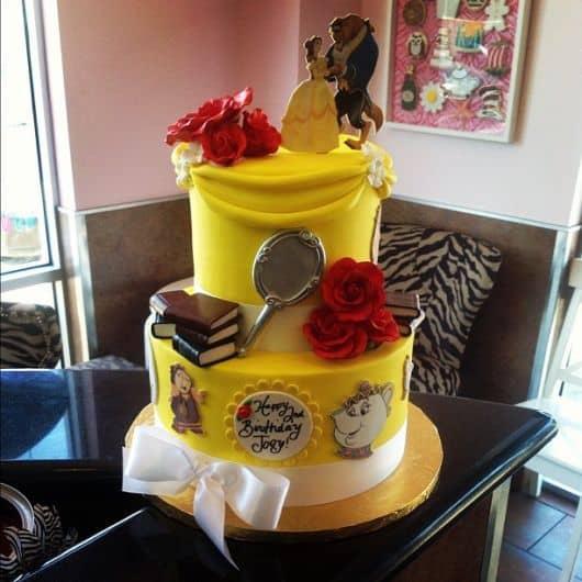 foto de bolo da Bela e a fera