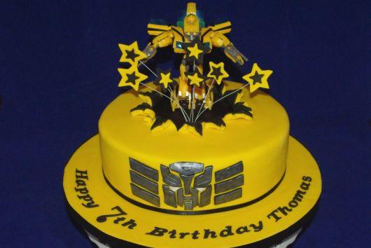 bolo infantil bumblebee Transformers
