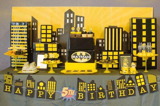 festa do batman amarelo e preto
