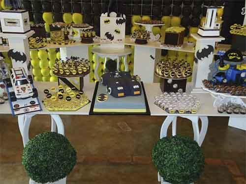 foto de mesa de festa do batman