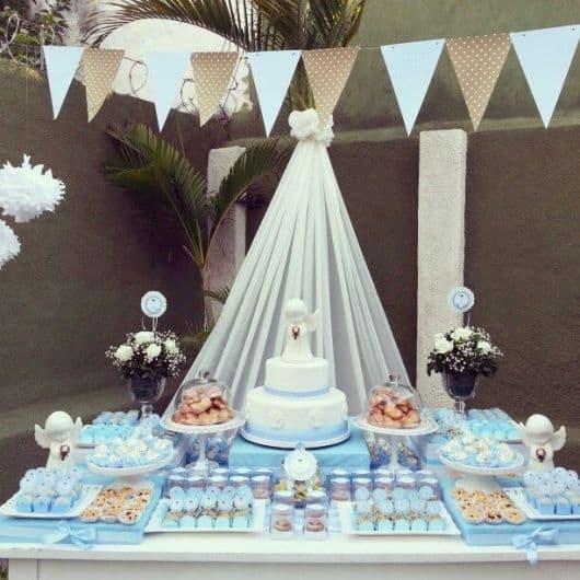 mesa de batizado decorada para menino