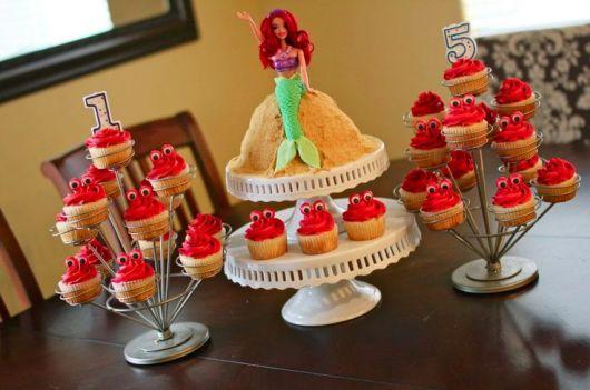 bolo simples de festinha Ariel