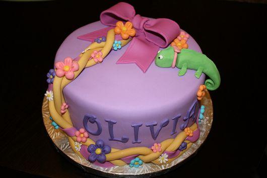 bolo de aniversário temático rapunzel